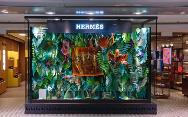 The Eternal Jungle esposta nello store Hermès di Chek Lap Kok