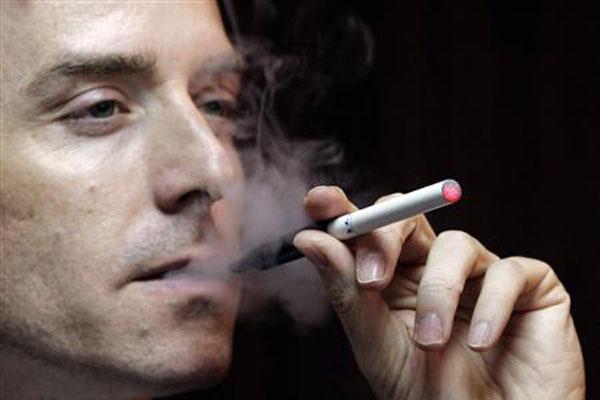 Sigaretta elettronica esplosa, ferito a un occhio