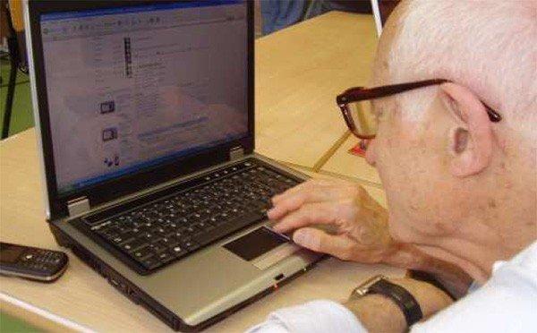 Facebook fa bene ai nonni