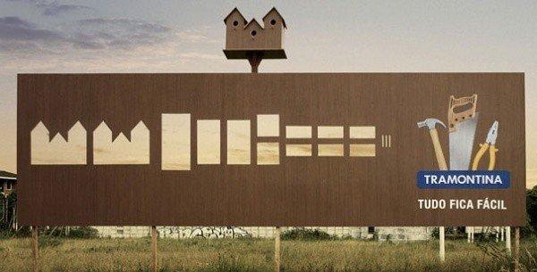 Il divertente cartellone pubblicitario di una marca di bricolage