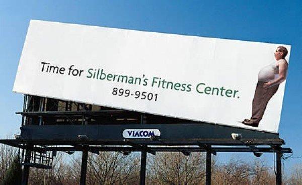 Il divertente cartellone pubblicitario di un centro di fitness