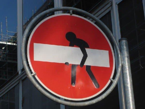 cartello stradale divertente (divieto accesso)