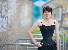 La donna con la vita più stretta del mondo