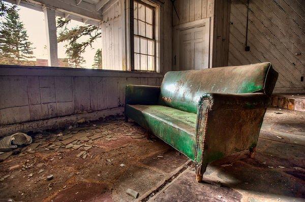 Dirty Dancing, abbandonato l'hotel del film (foto divano)