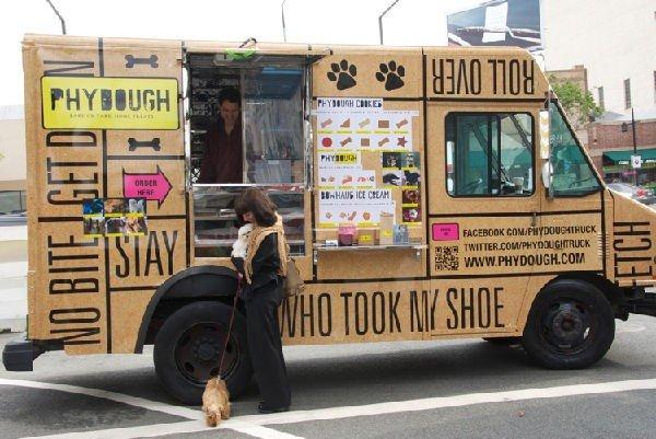 Camioncino ambulante di cibo per cani