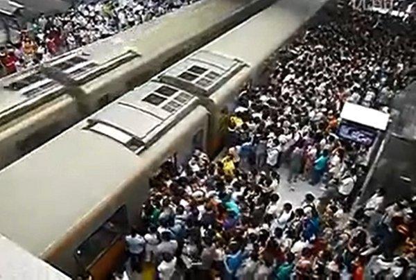 metropolitana più affollata