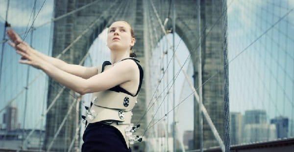 Di Mainstone, l'artista che suona sul ponte di Brooklyn