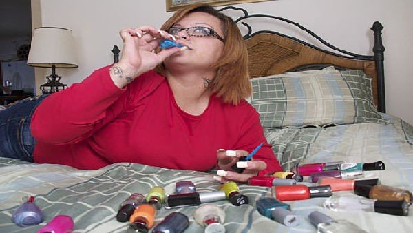 Bertha beve smalto per unghie