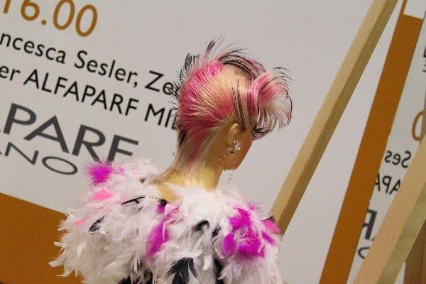 Strane acconciature capelli nella moda